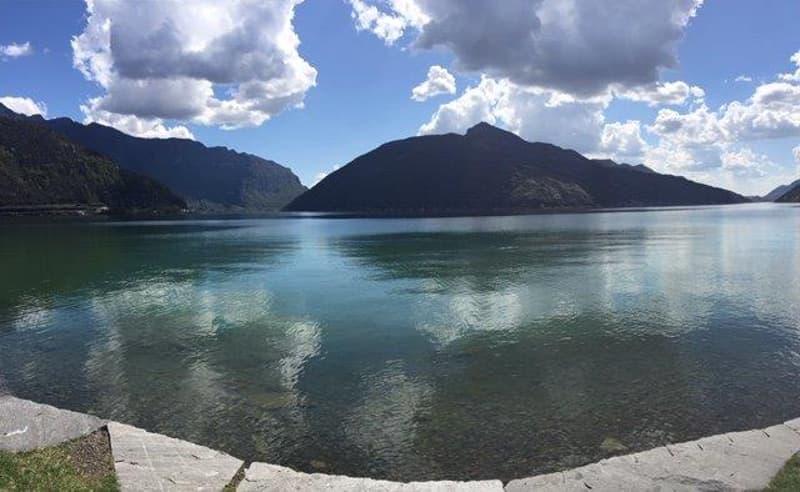 Melide : in vacanza ! Ampio 2.5 con vista lago e posteggio