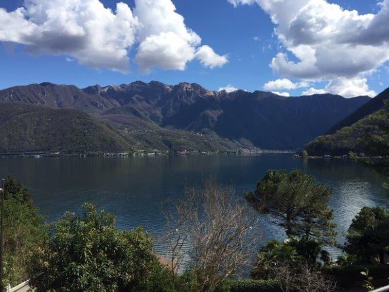 Melide: villa mediterranea vista lago con piscina