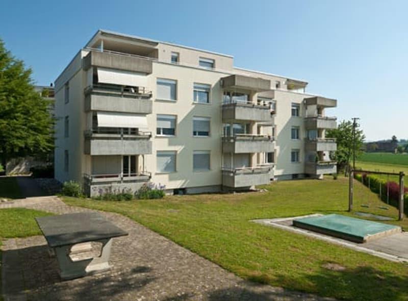 Schöne Wohnung mit moderner Küche und Balkon mit Landblick...