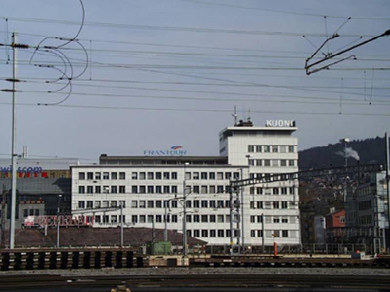 Einstellplätze im Kuoni-Gebäude