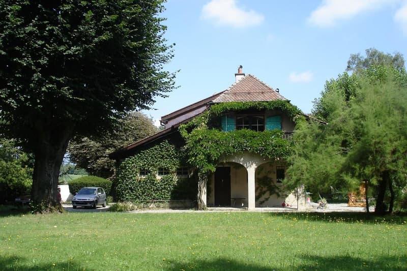 Charmante villa sur une vaste parcelle agricole à Bellevue