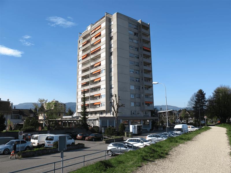 Zentral gelegene Aussenparkplätze sowie Einstellplätze in Tiefgarage