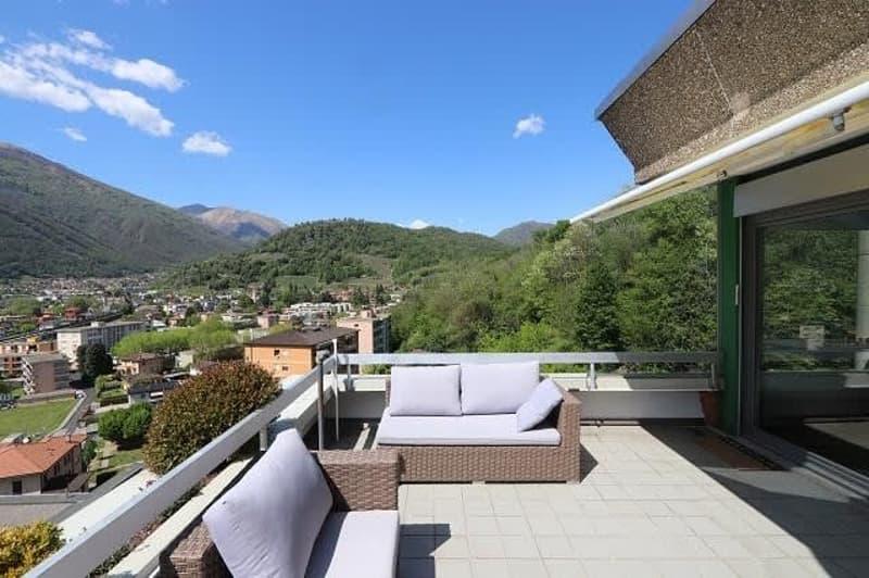 Penthouse mit grosser Aussichtsterrasse / Penthouse con grande terrazza