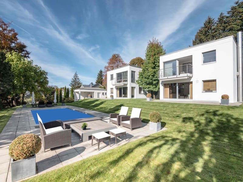Villa contemporaine de 11 pièces sur 500 m2 env.