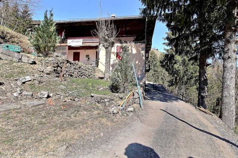 Chalet situé à l'entrée du village