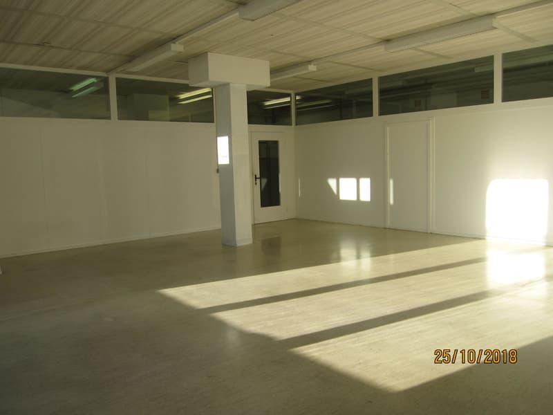 Büro/Atelier/Lager zu vermieten