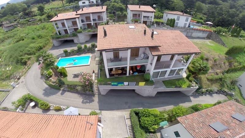 3,5 Zimmer-Wohnung mit Pool und diversen Sitzplätzen