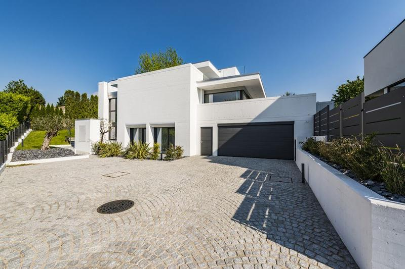 Confortevole villa d'architettura moderna
