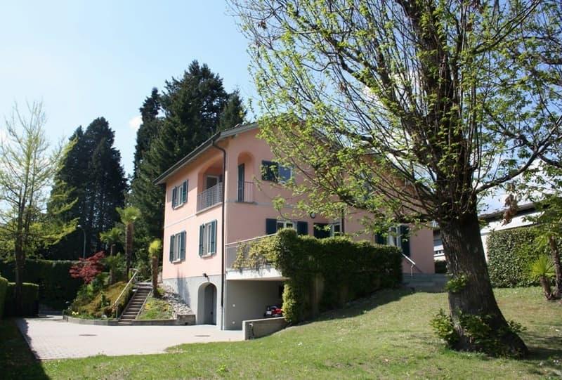 Elegante villa con stupenda vista panoramica! Elegante villa mit wunderschöner Panoramasicht!
