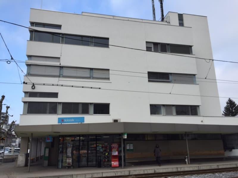 Zwei mietzinsfreie Monate für ein lichtdurchflutetes Büro mit ca. 152m2 im Postgebäude Muttenz!