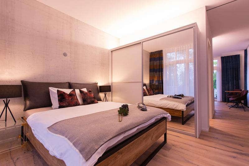Brand new & top modern fully furnished 2 Room Apt. / Neues & top modernes möbliertes 2 Zi.-Apt.