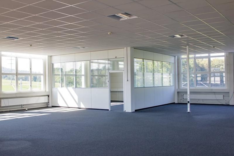 Gewerbefläche mit ca. 4 m Deckenhöhe - Büro wird zurück gebaut (3)