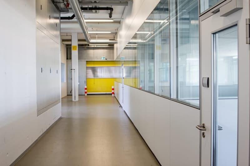 Gewerbefläche mit ca. 4 m Deckenhöhe - Büro wird zurück gebaut (1)