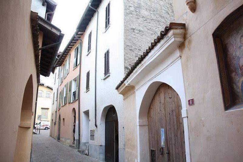 Casa con entrata / Haus mit Eingang