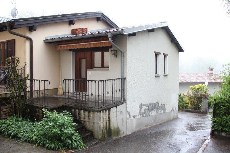 2 1/2-Zimmer-Hausteil mit kleiner Terrasse/ casa di 2 1/2 locali con terrazza