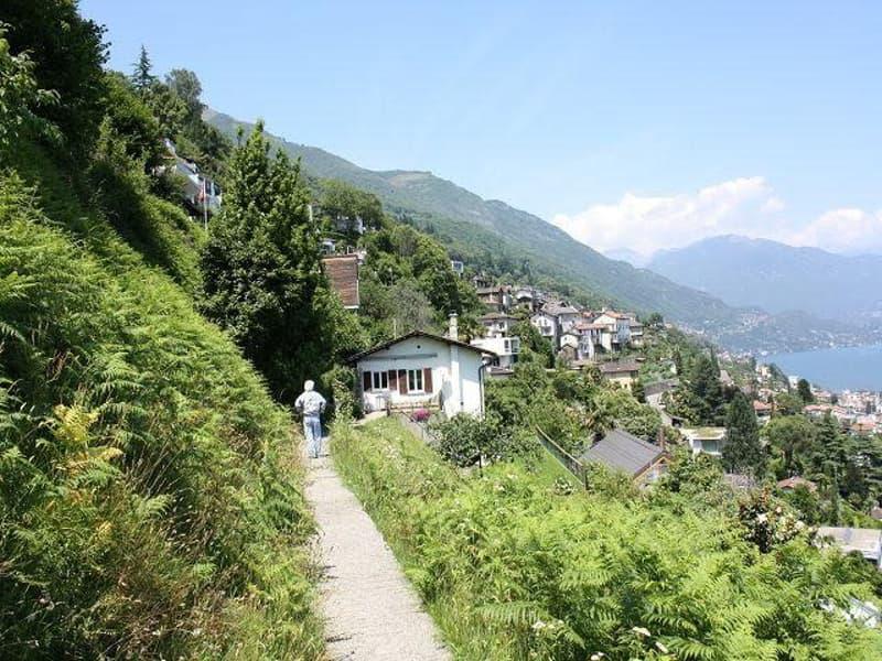 Terreno / Grundstück und Blick zum Nachbarhaus