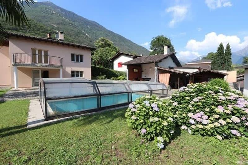 4 1/2-Zimmer-Einfamilienhaus mit Schwimmbad