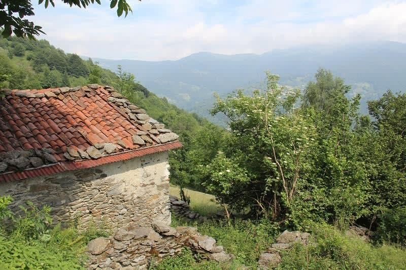 2-Zimmer-Rustico zum Ausb. mit Land, Wald und Ausblick
