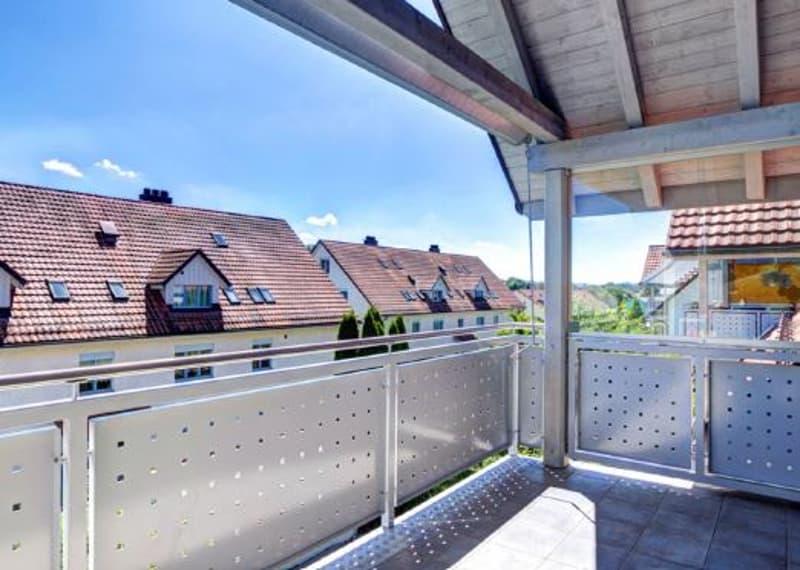gepflegte, moderne und helle 4 1/2-Zi-Dach-Maisonette-Wohnung mit Südbalkon