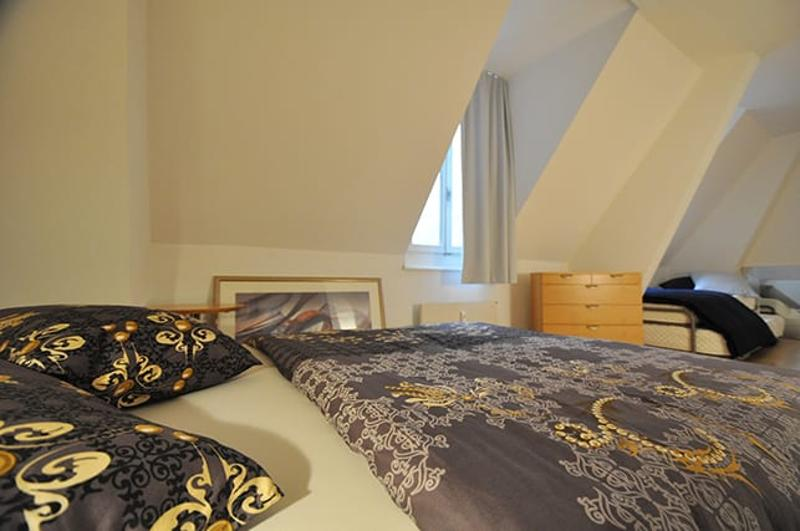 Special Deal 4 the Executive + service, central safe - Business Home with own wm & parking close by