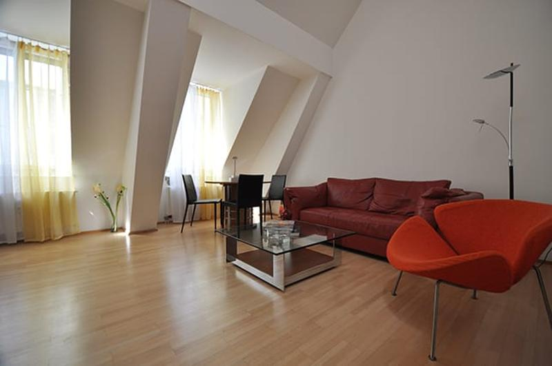 p Immed - Downtown Funky Urban Home, - Executive Fam / Consultant Apt, own wm, 3 bedrooms, parking