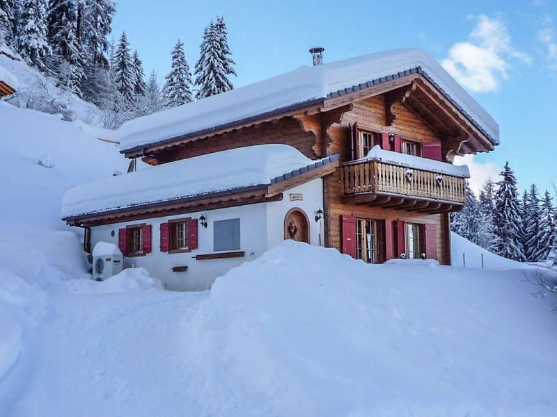 3 Bedroom modern chalet close to the slopes!