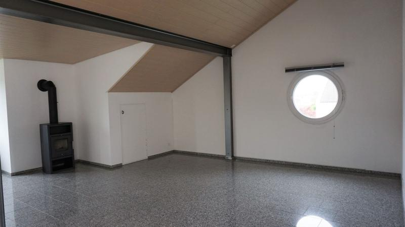 grosszügige Dachwohnung an ruhiger Lage zum vermieten
