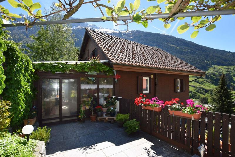 Swiss Chalet... renoviert, mit 3 Ferienwohnungen