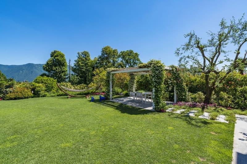 Moderna villa  in contesto residenziale tranquillo (2)