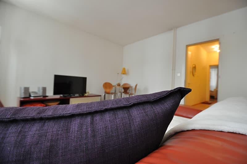 Marktplatz, best location - own washing machine, designer furn's, 70m2 urban home & garage parking