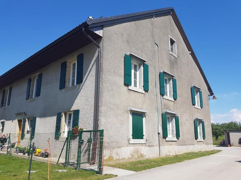 Bel appartement rénové dans ancienne ferme de 4.5 ou 5.5 pièces au 1er étage