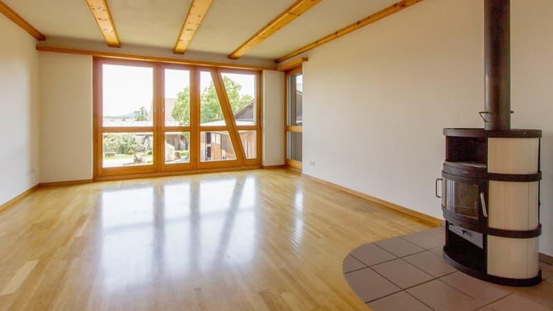 Helle & zentrumsnahe Wohnung mit 2 Balkonen, ländliche Idylle für eine Familie