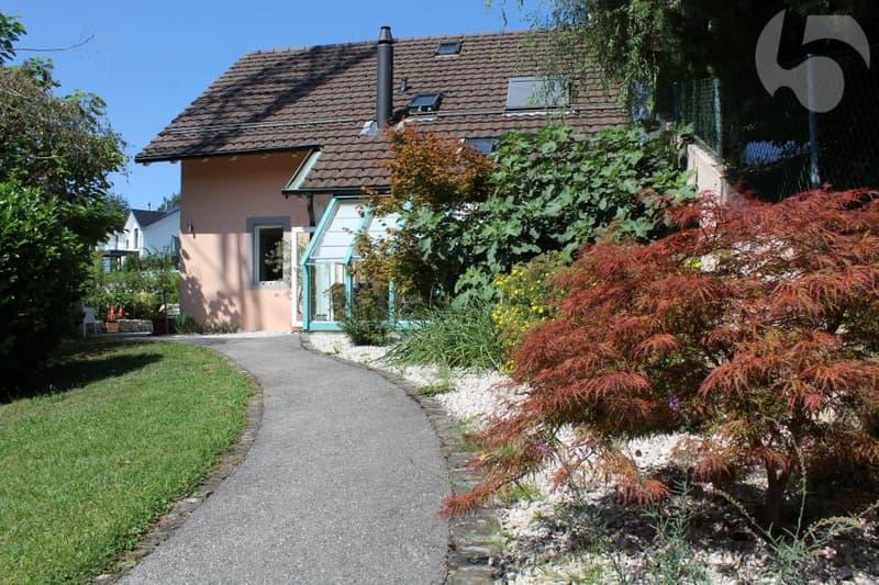 Villa mitoyenne avec jardin privatif, biotope et jacuzzi...