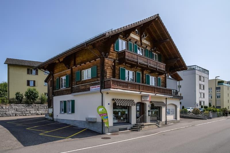 Renoviertes Wohn- und Geschäftshaus mit Bauland an zentraler Lage