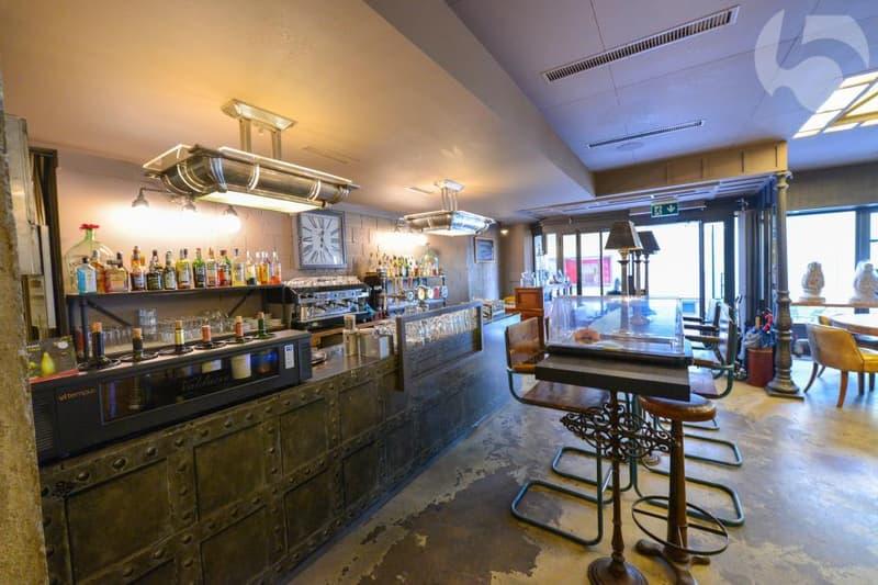 Bar tendance et bien placé au centre-ville de Neuchâtel