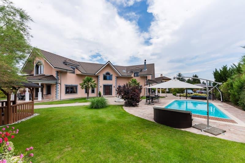 Superbe maison avec piscine dans un quartier résidentiel
