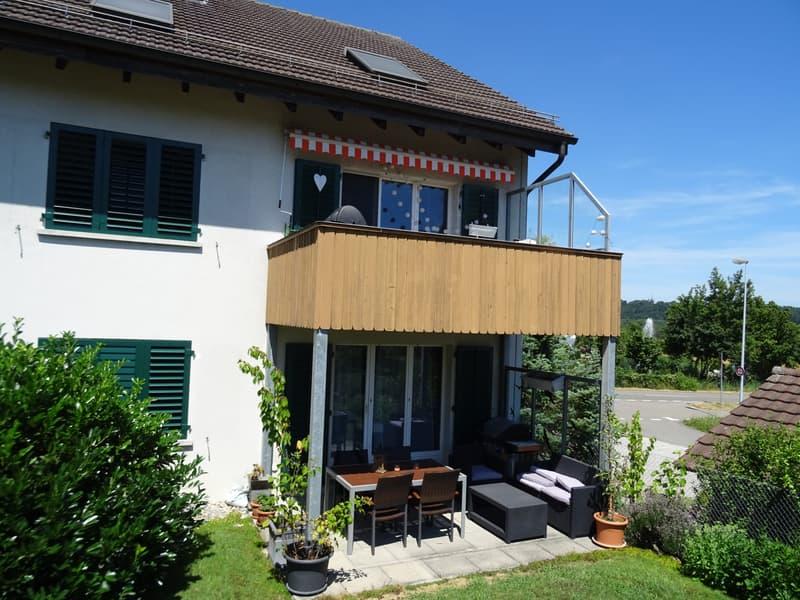 Grosszügige 3 1/2 Zimmer-Wohnung mit Balkon und Fernsicht