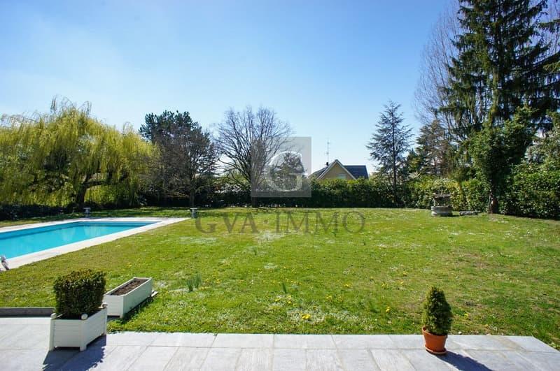 Superbe villa avec piscine dans un environnement calme et résidentiel (2)