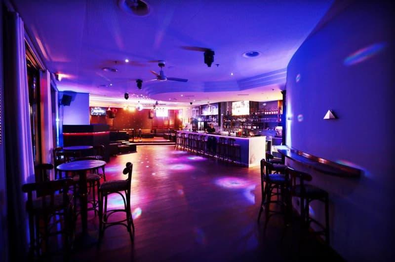 À Remettre: Bar/Pub avec salle de jeux et chicha.