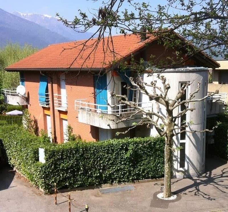 2-Familienhaus mit Garten und schöner Aussicht