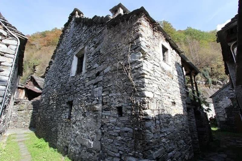 8-Zimmer-Rustico zum Ausbauen / rustico di 8 locali da ristrutturare