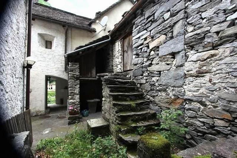 3-geschossiges-Dorf-Rustico zum Ausbauen / rustico da ristrutturare con tre piani