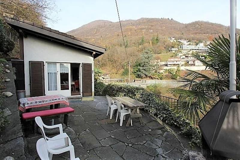 3 1/2-Zimmer-Einfamilienhaus mit Baulandreserve / casa di 3 1/2 locali con terreno edificabile