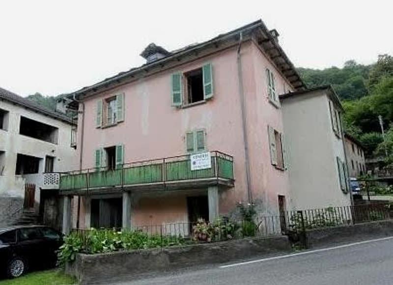 4 1/2-Zimmer-Einfamilienhaus mit Garten / casa di 4 1/2 locali con orto