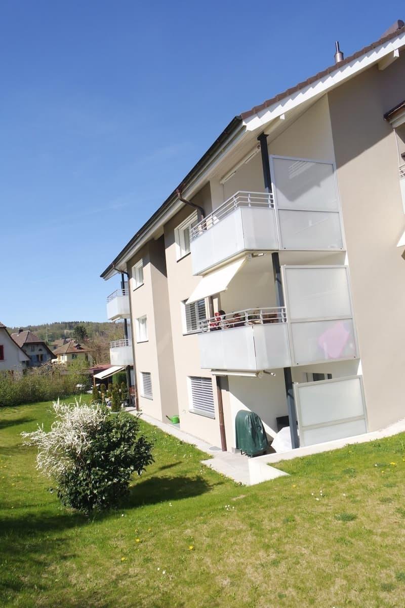 Schöne, grosse Wohnung mit Rundbögen und grossem Balkon mit Abendsonne