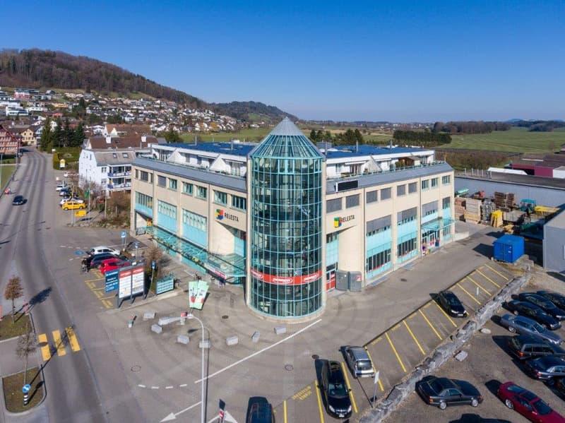 125 m² mit grossem Anlieferungstor und Büroabteil