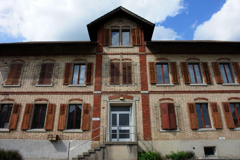 Fassade Süd, mit Haupteingang.