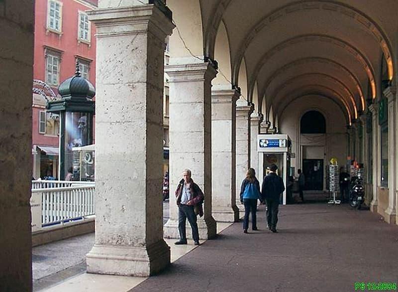 Neuchâtel Centre Ville - Arcade commerciale à louer