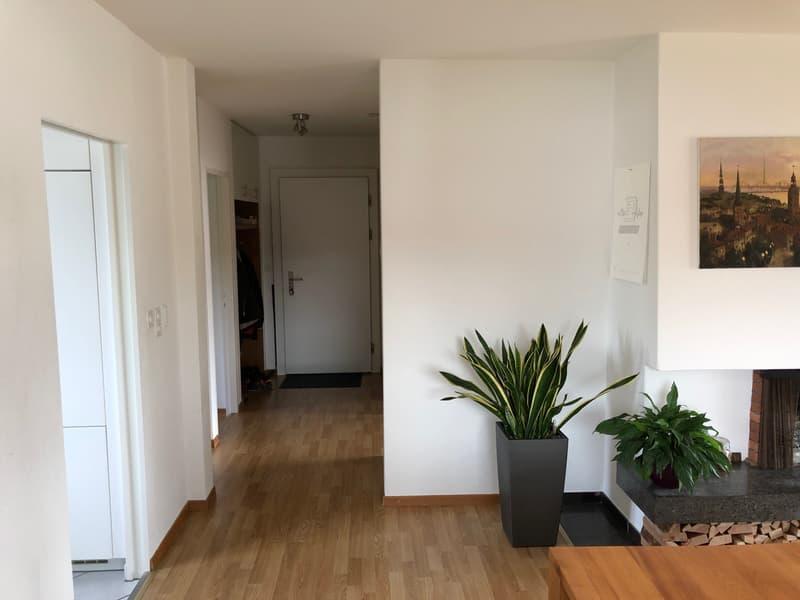charmante, helle 3 1/2-Zimmerwohnung mit Cheminée in 4-Familienhaus