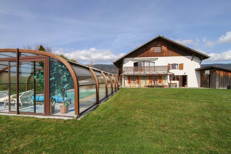 Magnifique villa de 6.5 pcs avec piscine chauffée couverte